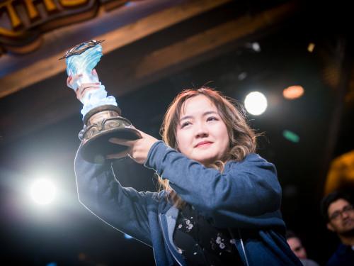 "Xiaomeng ""VKLiooon"" Li: Primera mujer campeona de Hearthstone GrandMasters"