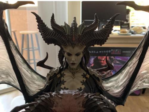 Las primeras estatuas de Lilith están siendo entregadas